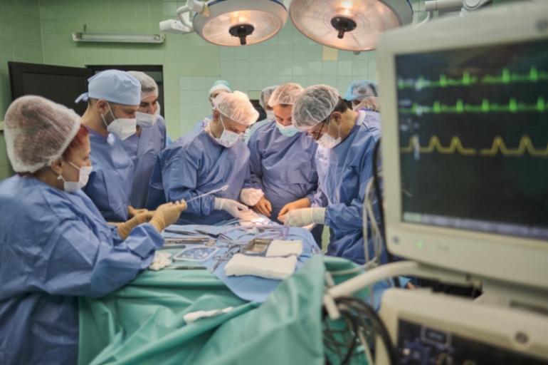 Стимулатор на нервот вагус вграден кај 36 годишна пациентка, ја намалува зачестеноста на епилептичните напади