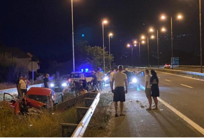 Тешка сообраќајна несреќа на автопатот Скопје – Тетово, има повредени