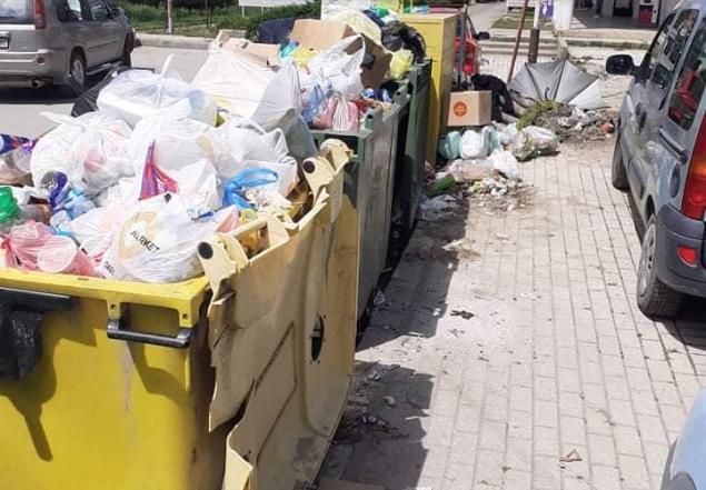 Во ек на летната сезона локалната власт не го собира ѓубето во Охрид