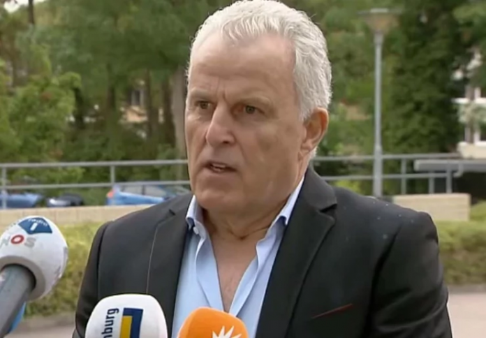 Почина познатиот холандски новинар кој беше застрелан во главата пред десет дена
