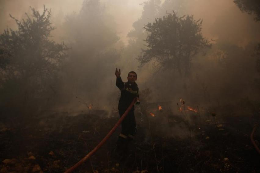 Турските служби се борат со пожарите кои беснеат во Анталија
