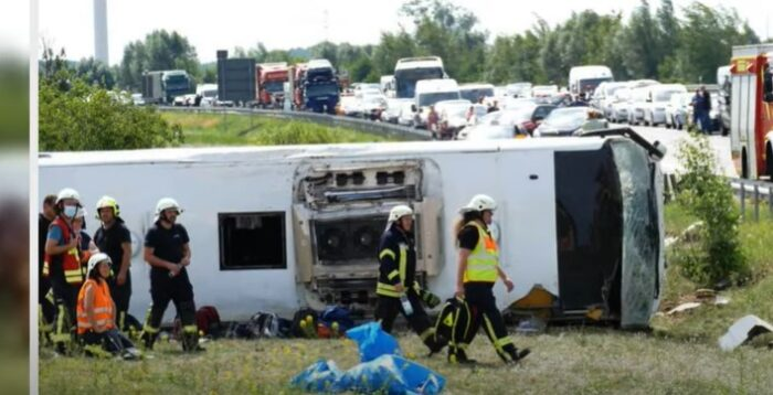 Српски автобус излетал од автопат во Германија, повредени се 19 лица