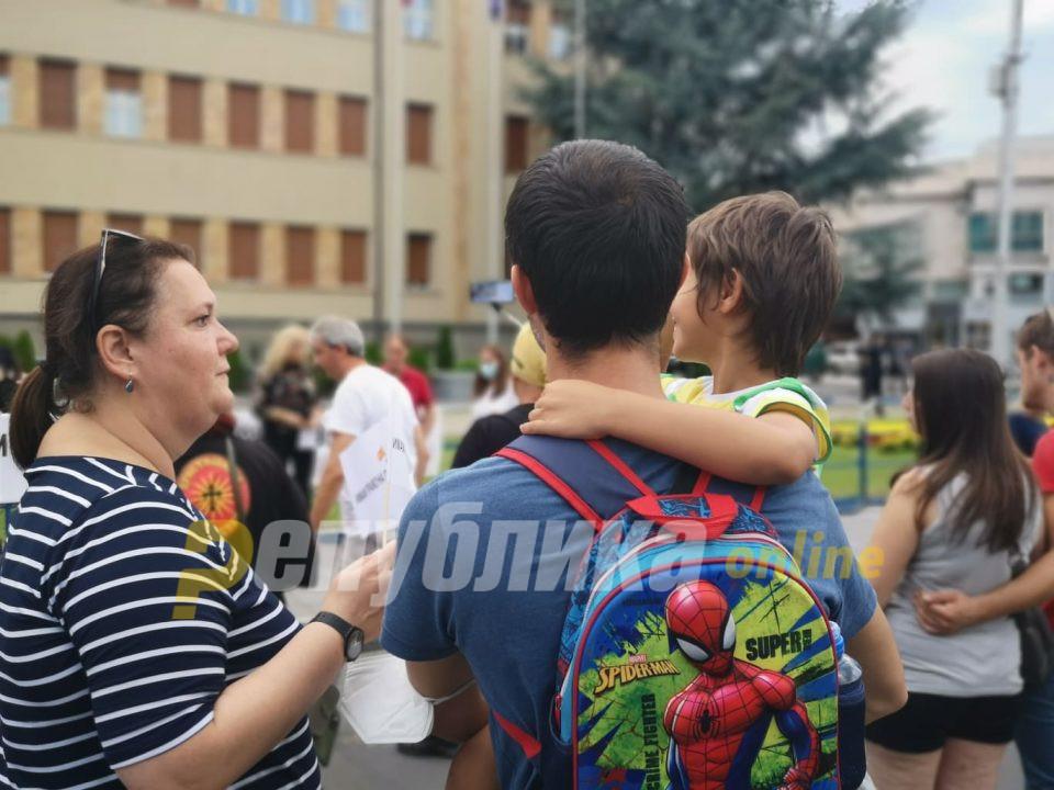Побараа достоинство, не им дадоа ниту да протестираат: Град Скопје не дозволи лицата со попреченост да постават камп во Жена парк