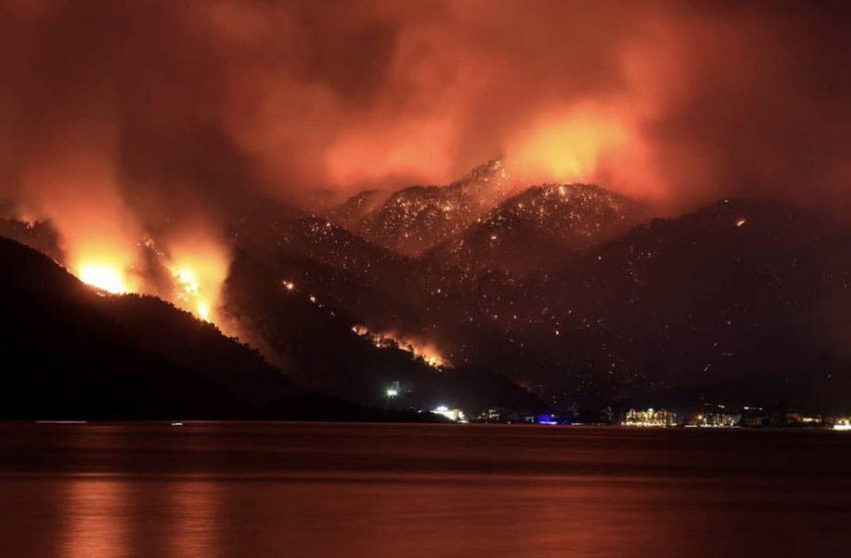 Турција во пламен: Над 60 пожари ја пустошат околината на турските туристички центри