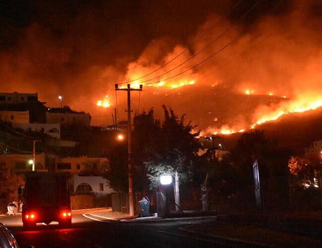 """Прогласени """"Зони на катастрофа"""": Во Турција се уште активни десетина шумски пожар"""