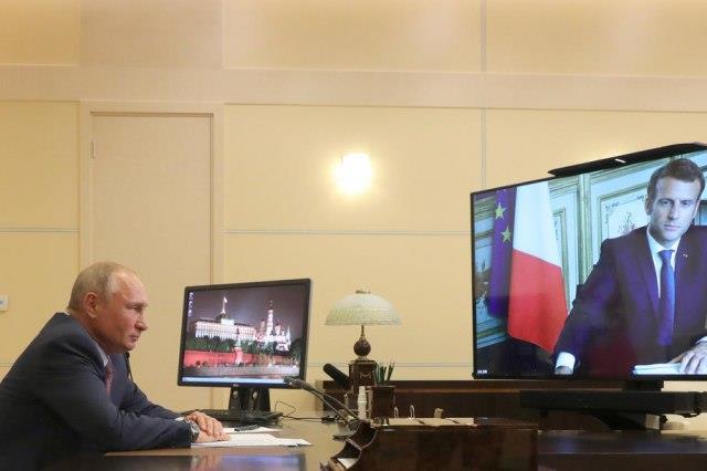 Путин и Макрон разговарале за соработка во меѓународните работи