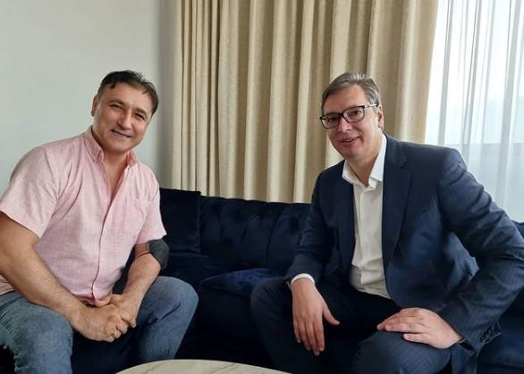 Вучиќ се сретна со Дарко Панчев: Чест ми е што седам со големиот шампион