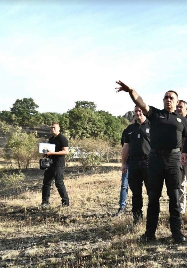 Српскиот министер Вулин дојде на лице место да ја види состојбата со пожарите