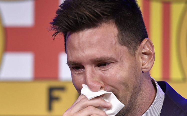 Марамчето со кое Меси ги бришеше очите и носот додека плачеше се продава за еден милион долари