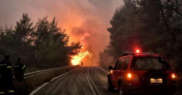 Пожар на Пелопонез – пет лица се повредени, десетина куќи изгореа