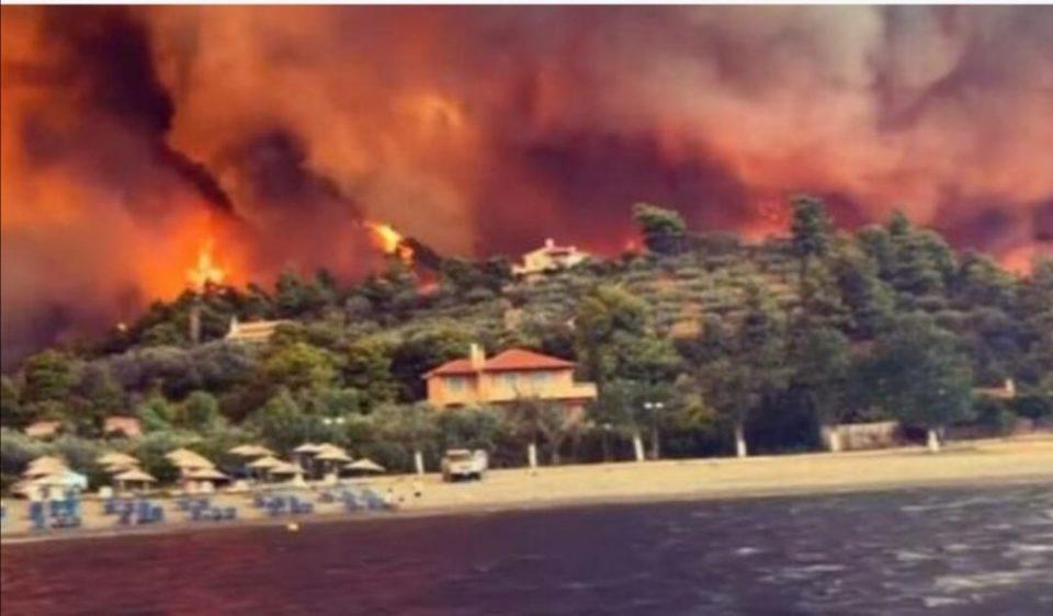 Се бориме со титаните: Пепел остана од 150 куќи на островот Евија