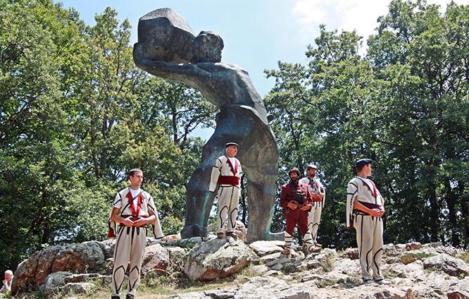 На Мечкин Камен говор нема, затоа што немаат што да кажат