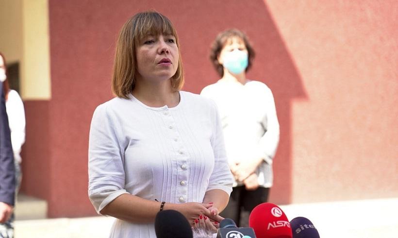 Царовска: Состојбата во училиштата е стабилна, сѐ уште нема потреба да се менува сценариото