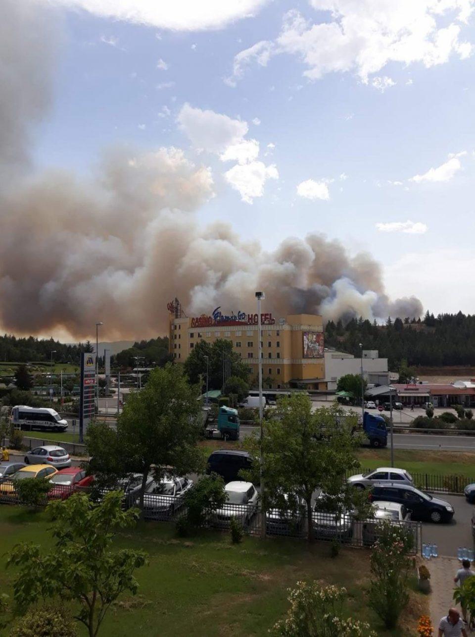 Пожар и во Гевгелија, гори депонијата, гевгеличани се гушат во густ и смрдлив чад