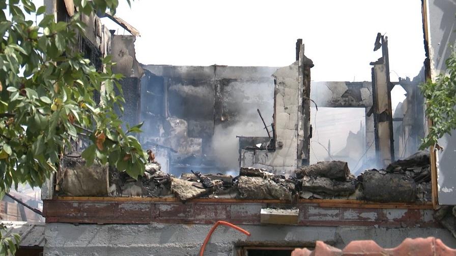 Изгореа домовите на четири семејства во социјалните бараки во прилепски Варош