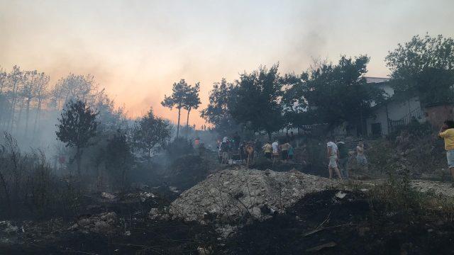 """Страшно е во Кочани: Пожарот се заканува да зафати склад на """"Макпетрол"""""""