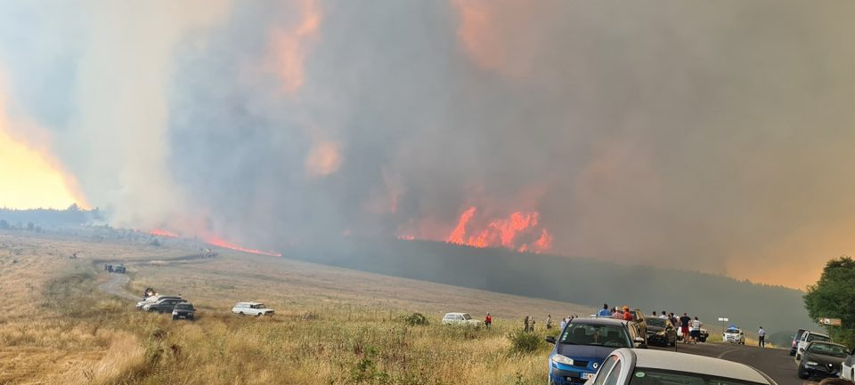Владата утрово одлучува за воведување кризна состојба поради пожарите