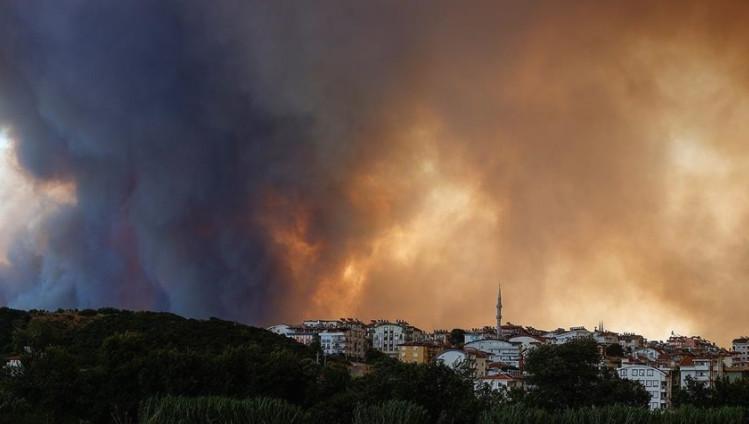 Пожар зафати термоелектрана во Турција, осум лица го загубија животот