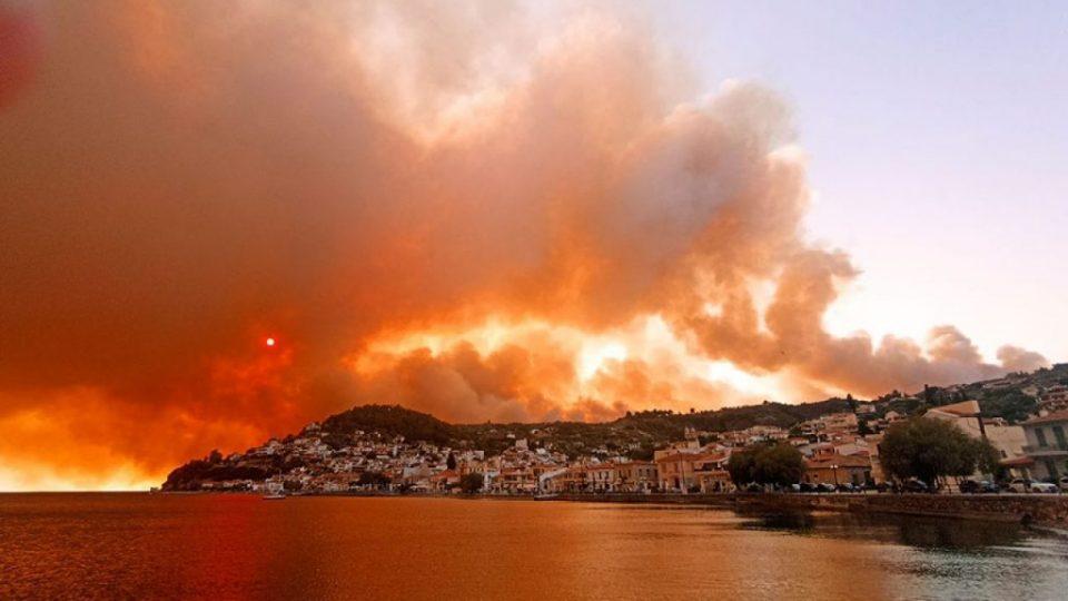 Грција се бори со над 100 пожари