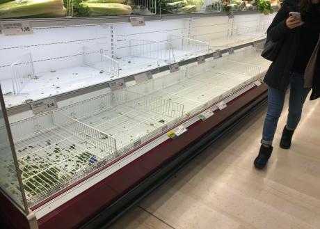 Коронавирусот повторно зема голем замав во Вухан – луѓето ги испразнија продавниците