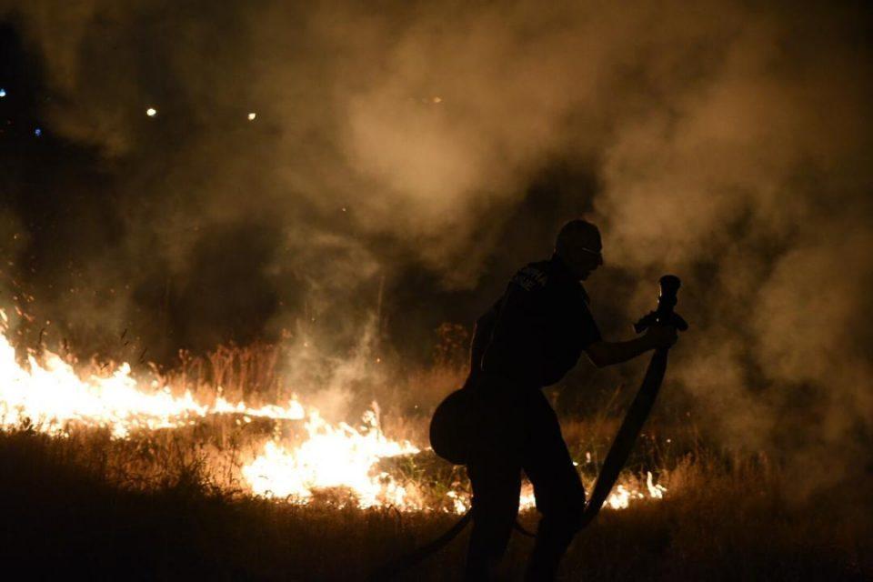Корењата под земја не дозволуваат да биде изгаснат пожарот кај Сарај
