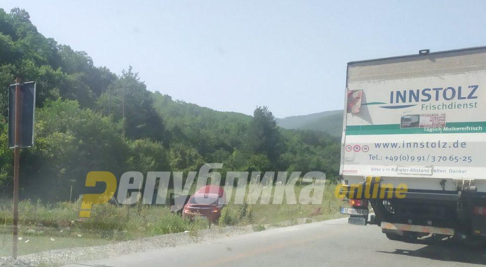 Две возила во моментов излетани од патот Охрид – Кичево, има повредени