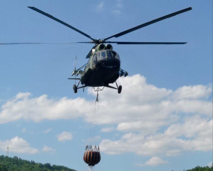 Четири хеликоптери треба да пристигнат од Србија, најавена помош од Словенија и Грција