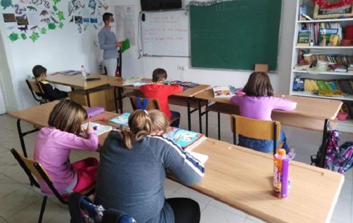 Во моментов децата на возраст меѓу 12 и 15 години се главни преносители на ковид-19