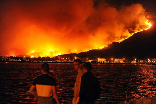 Во Далмација изгореа 800 хектари, запрен пожарот во Трогир
