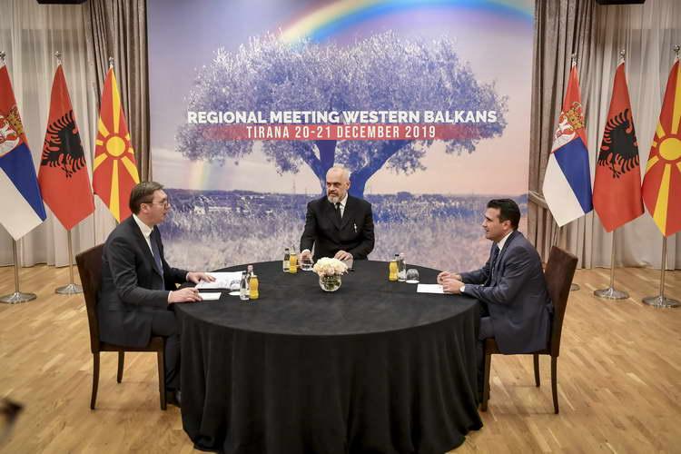 Меркел во понеделник во Белград, во вторник во Тирана со лидерите од Западен Балкан