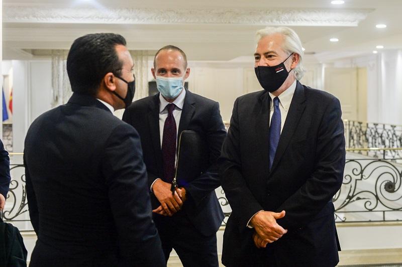 """Првиот човек на """"Филип Морис интернешанал"""" на средба со Заев во Владата"""