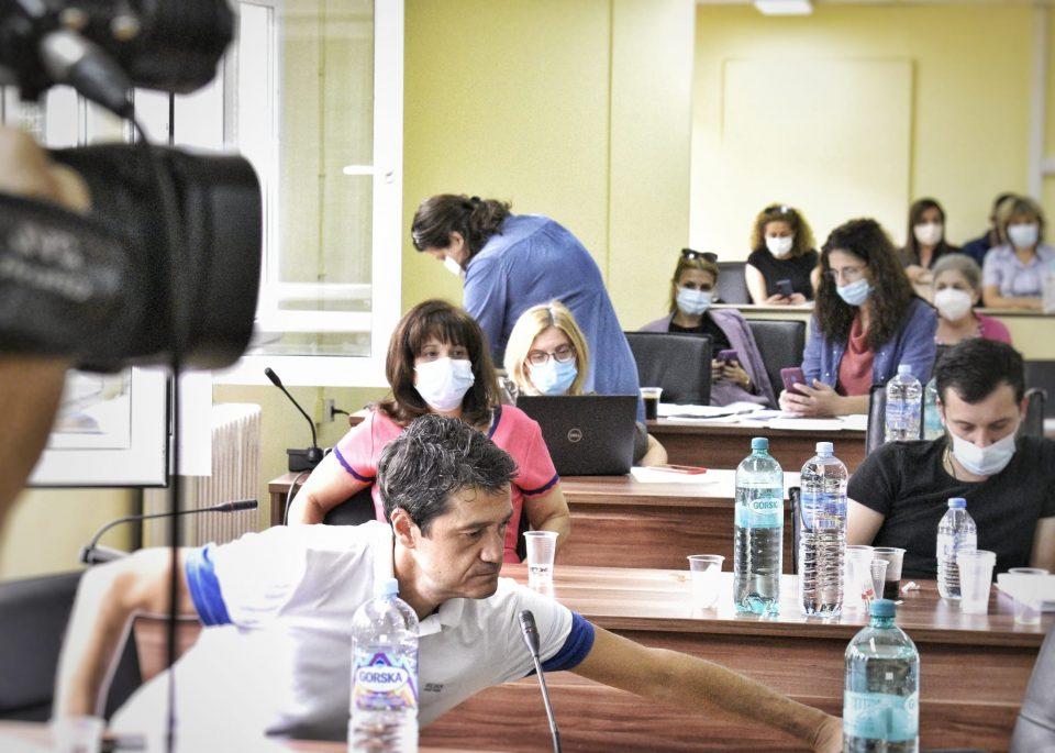 Откако беа искарани, советниците од Центар не ги сакаат лаптопите