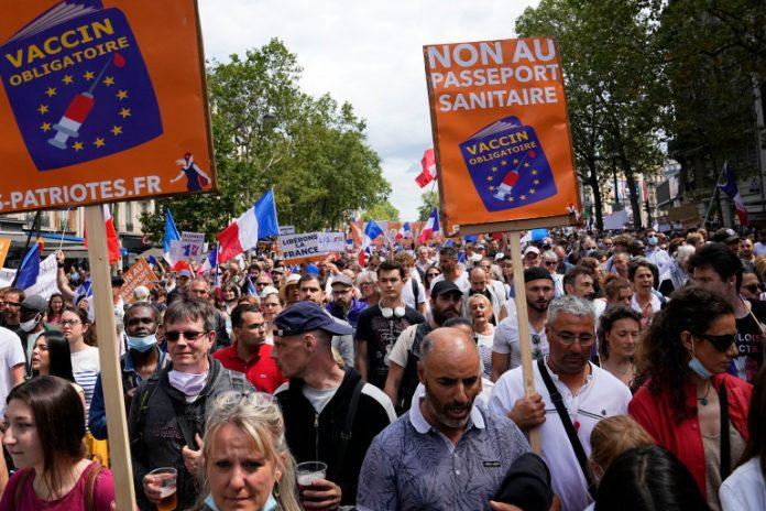 Протести против корона-мерките во Виена, Франција, Холандија, Турција