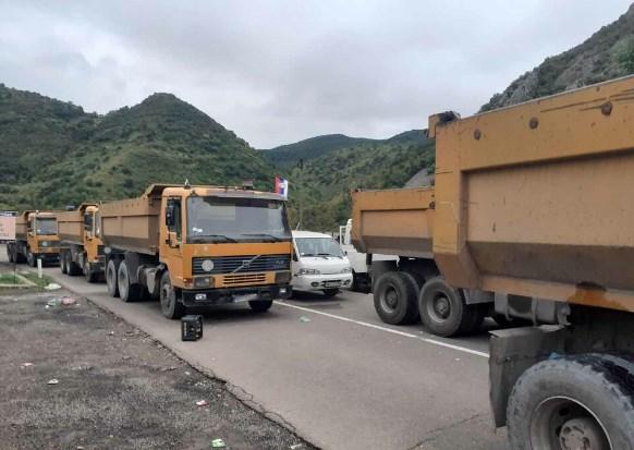 Вучиќ не попушта: Бара РОСУ да се повлече од српските општини на Косово