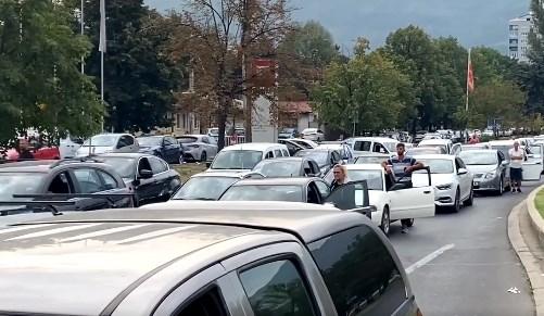 Заради Курти половина Скопје блокирано, девојка не ја пуштија на погреб кај таткото