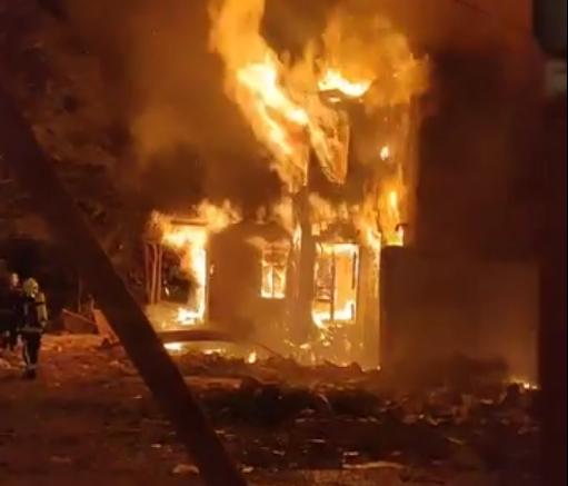 Голем пожар: Гори куќа на адвокатската улица во Скопје