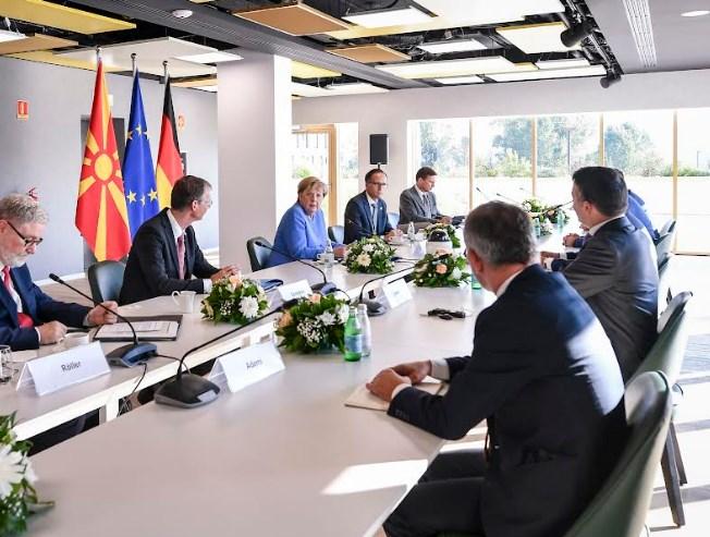ВМРО-ДПМНЕ прашува: Заев да објасни до каде е датумот за преговори?