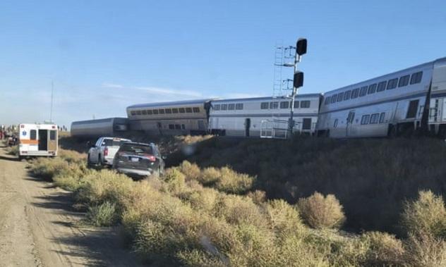 Најмалку тројца загинати во железничка несреќа во САД