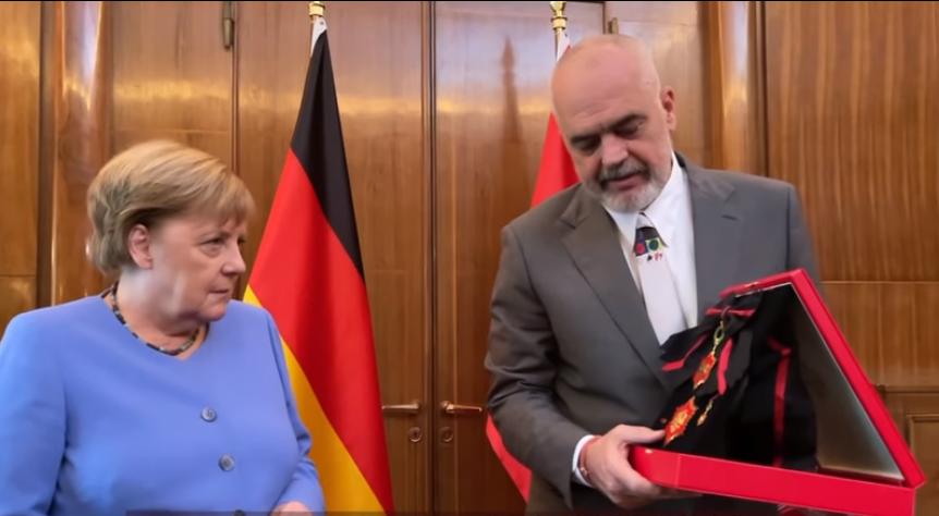 Еди Рама и го додели на Меркел орденот Голема ѕвезда