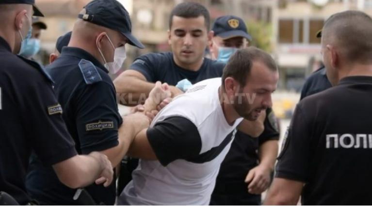 """Организаторот на протестите во Тетово бил уапсен додека давал интервју за """"Клан Косово"""""""