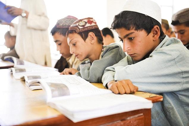 Талибанците дозволија момчињата да одат на училиште