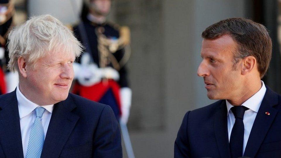 Џонсон му нуди соработка на Макрон за да ја ублажи дипломатската криза околу подморниците