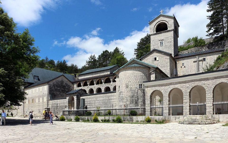 Собранието на општина Цетиње поддржа манастирот Цетиње да се врати во владеење на ЦПЦ