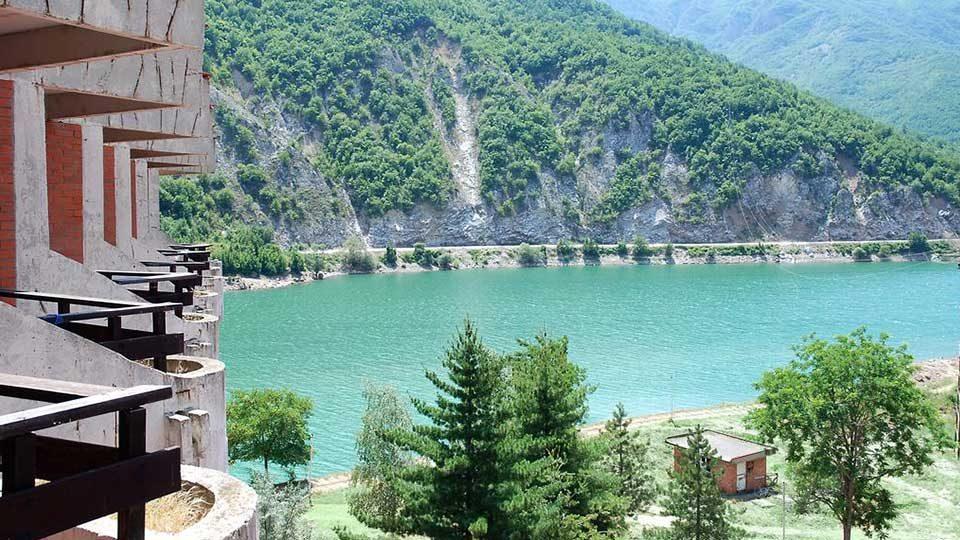 Граделе дивоградби на брегот на Дебарско Езеро: Кривични пријави за жители на Дебар