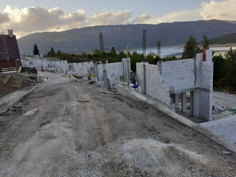 """Нови дивоградби во Маврово, се градат 87 куќи под хотелот """"Радика"""""""