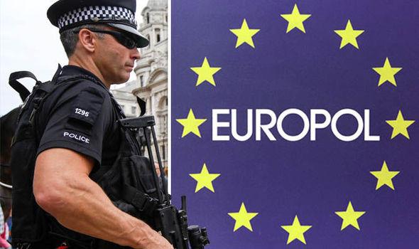 Запленети 2,6 тони кокаин, 324 кг марихуана, луксузни автомобили и мотоцикли, како и 612.000 евра во кеш: Европол растури балканска криминална група