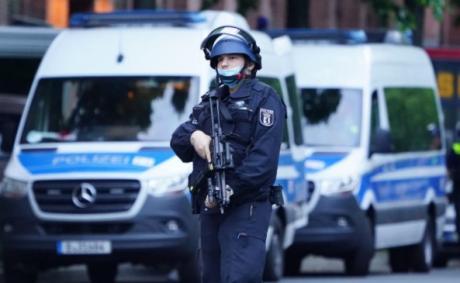 Заложничка драма во српски автобус во Германија