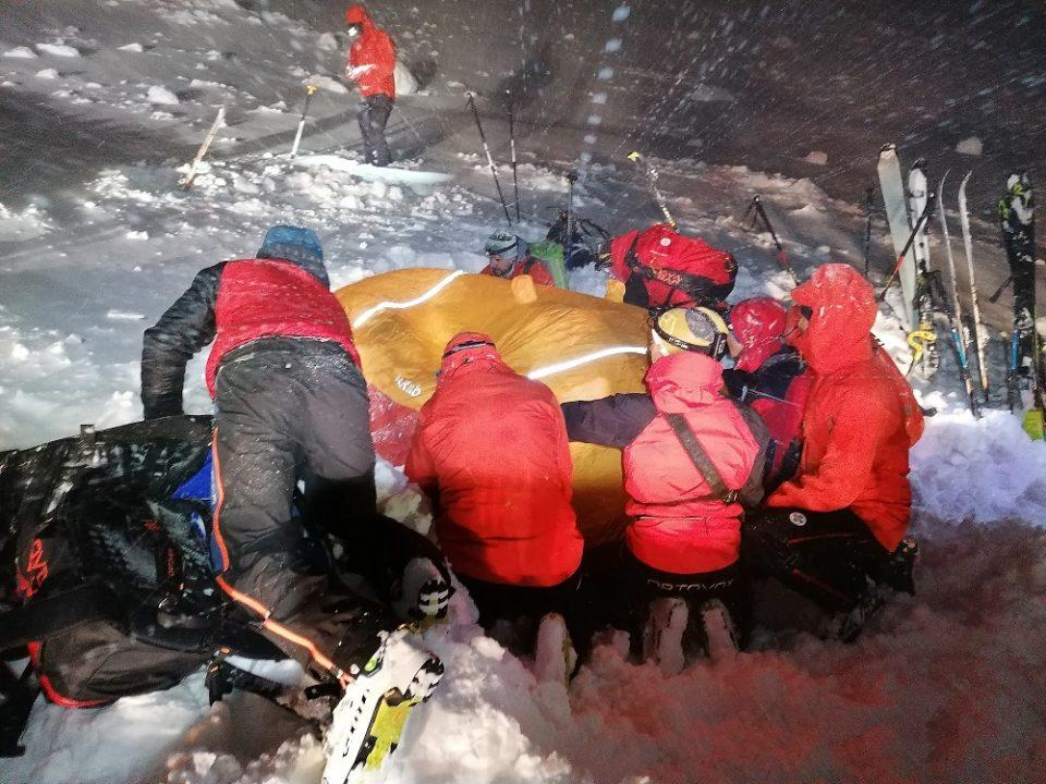 Загинаа пет алпинисти, а 11 завршија во болница по ненадејната бура на највискиот врв во Европа