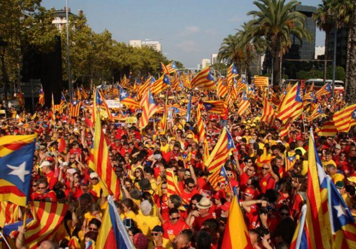 Сепаратистите од Каталонија го одржаа првиот масовен собир во Барселона