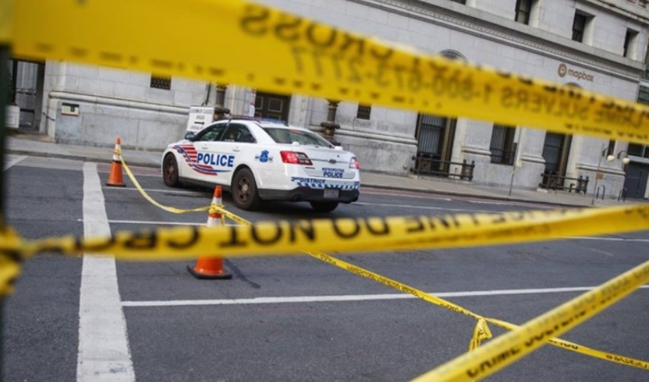 Еден ученик загина, двајца повредени во пукање на автобуска постројка во Кентаки
